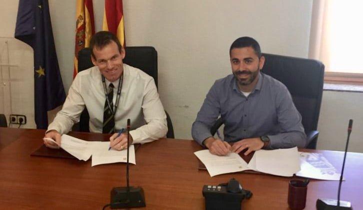 Firma convenio entre colegio Lady Elizabeth y Ayuntamiento de Benitatxell