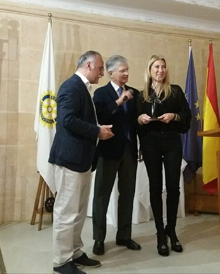 La abogada Antonia Chinchilla con miembros del Club Rotary Jávea