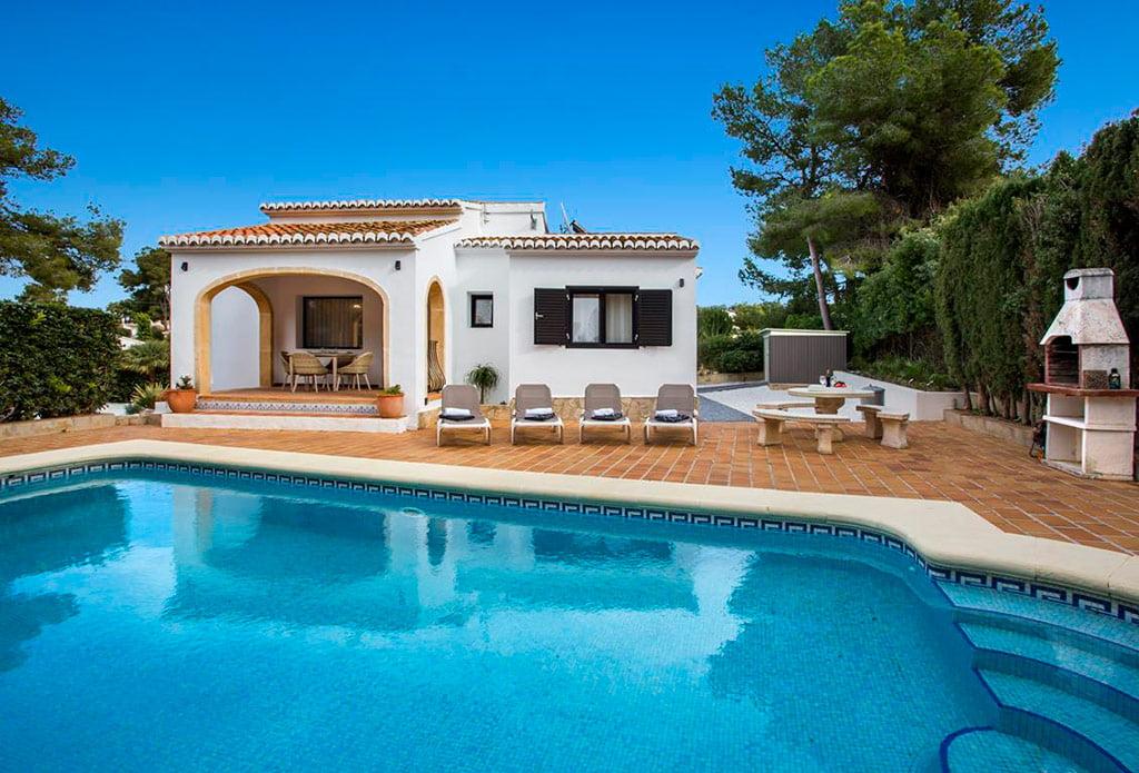 Aguila rent a villa presenta una estupenda casa de for Villas de vacaciones con piscina privada