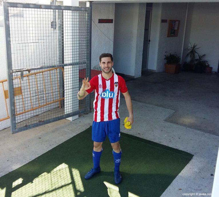 Adrián Salom marca tres goles