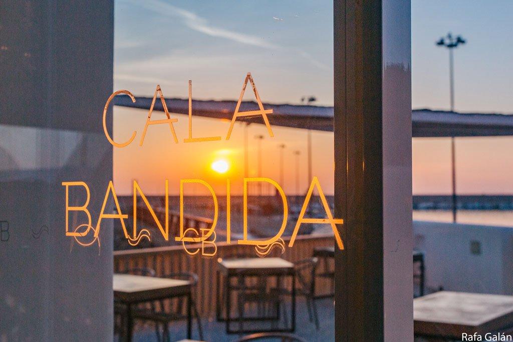Atardeceres perfectos en Cala Bandida