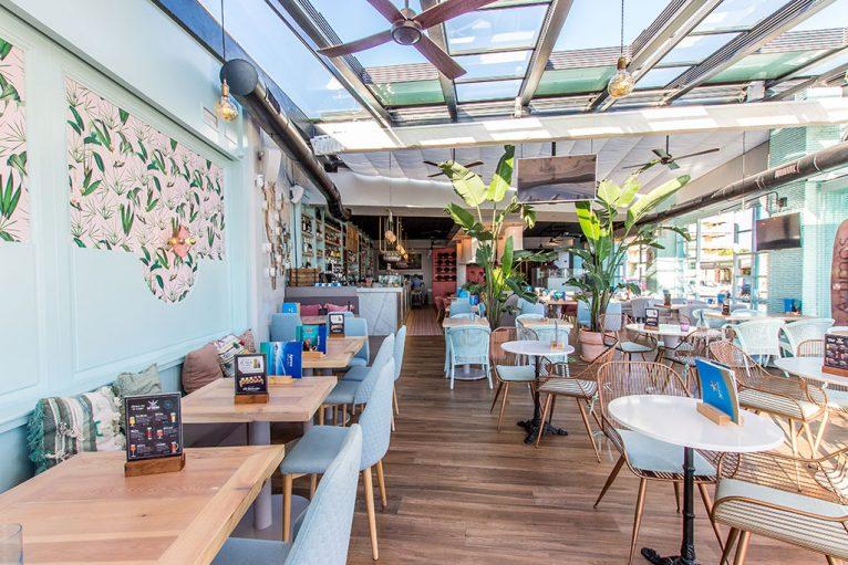 Comedor grande y luminoso - Restaurante Ammos