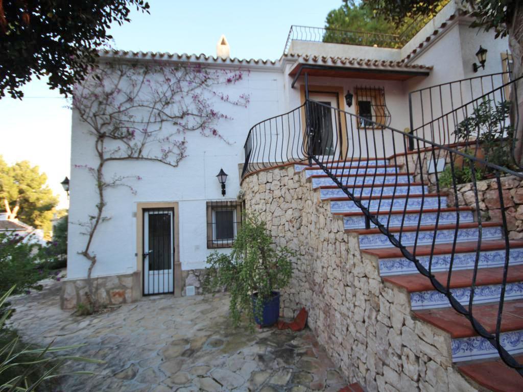 Escalera de acceso Atina Inmobiliaria