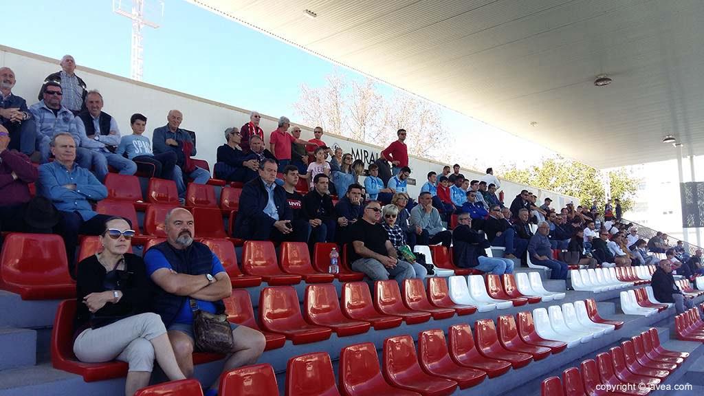 Espectadores asistentes al partido del CD Jávea-Monte Sión