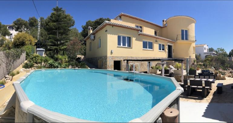 Fachada y piscina Terramar Costa Blanca
