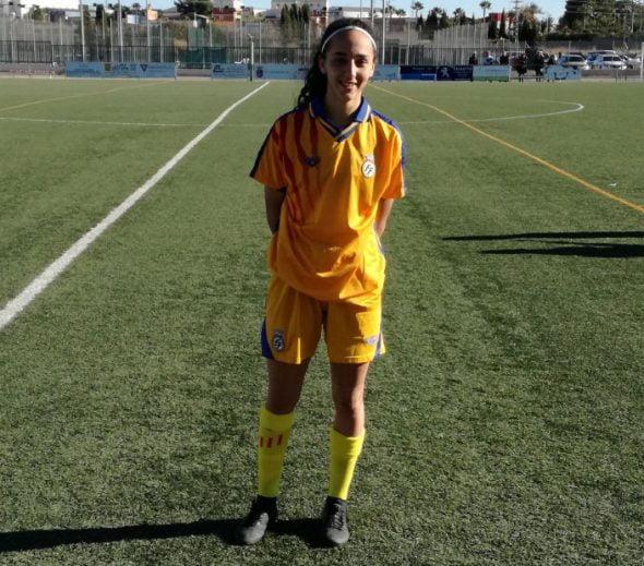 Gema Soliveres visitiendo la camiseta de la Selección Valenciana Sub 18
