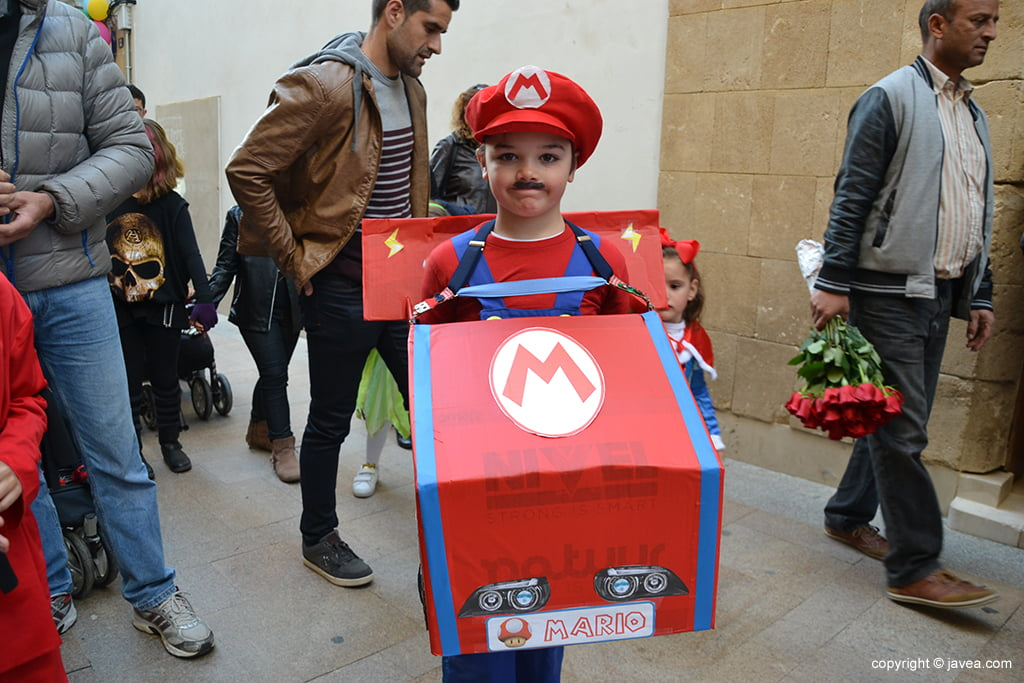 Un petit disfressat de Mario Bros