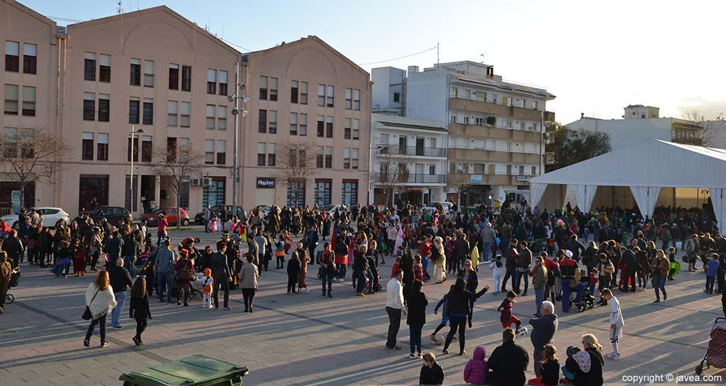 Públic participant al Carnaval de Xàbia