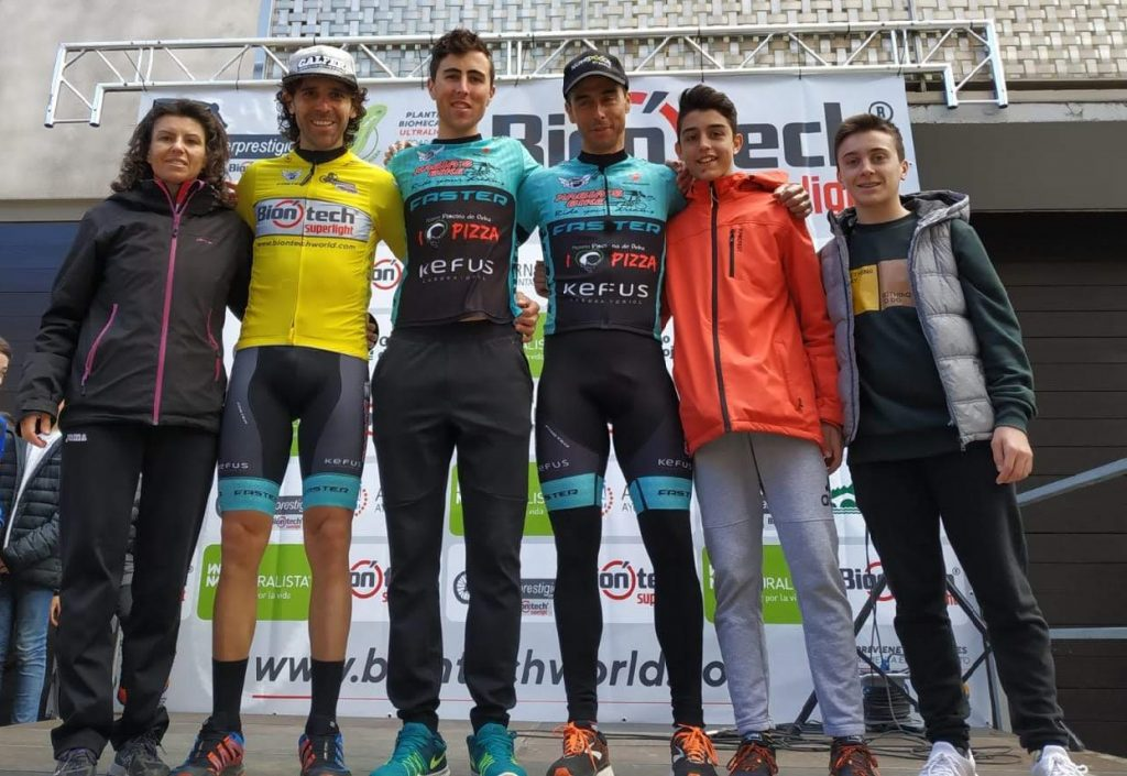 Ciclistas del Xàbia's Bike en el podio