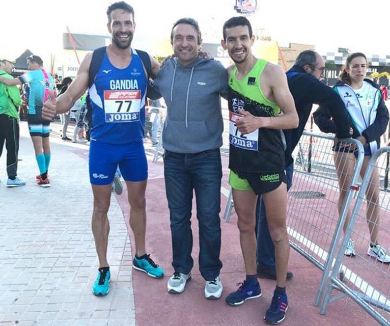 Моха Рида и Хуанра Поус со своим тренером Франком Бенейто,