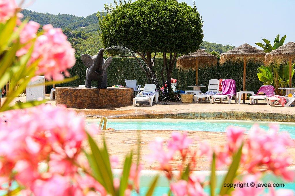 Zona de relax con tumbonas – Restaurante SeeMontgó
