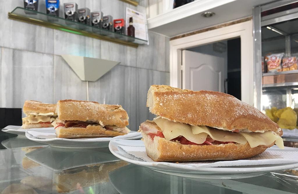 Comer de bocadillo en Jávea – Cafetería l'Encant