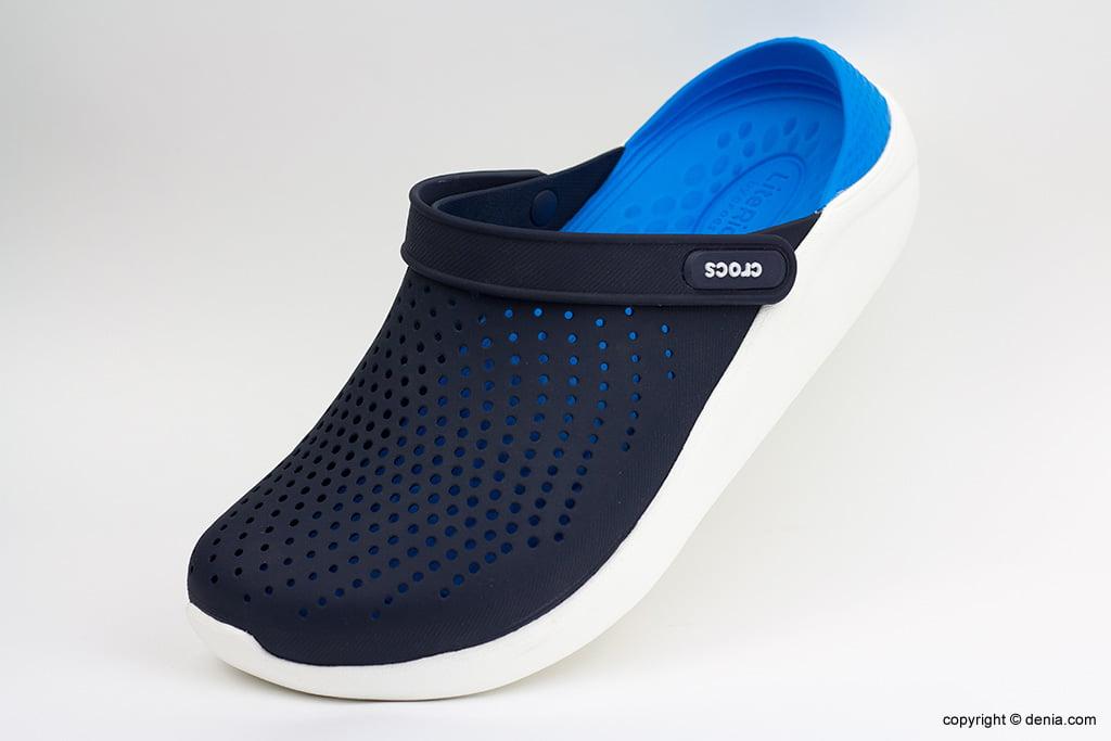Crocs blaus i negres Calçats Ramon Marsal