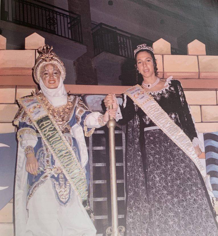 Primeras abanderadas de las Fiestas: Ana Parrilla y Sara Junquera