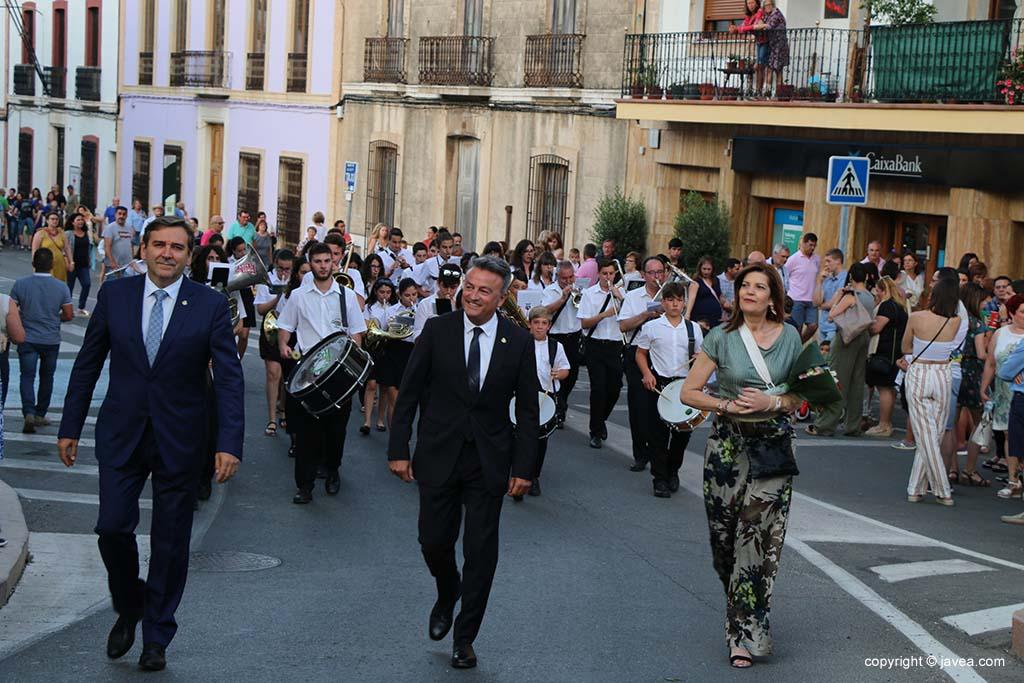 Ofrena de flors a Sant Joan-Fogueres 2019 (105)
