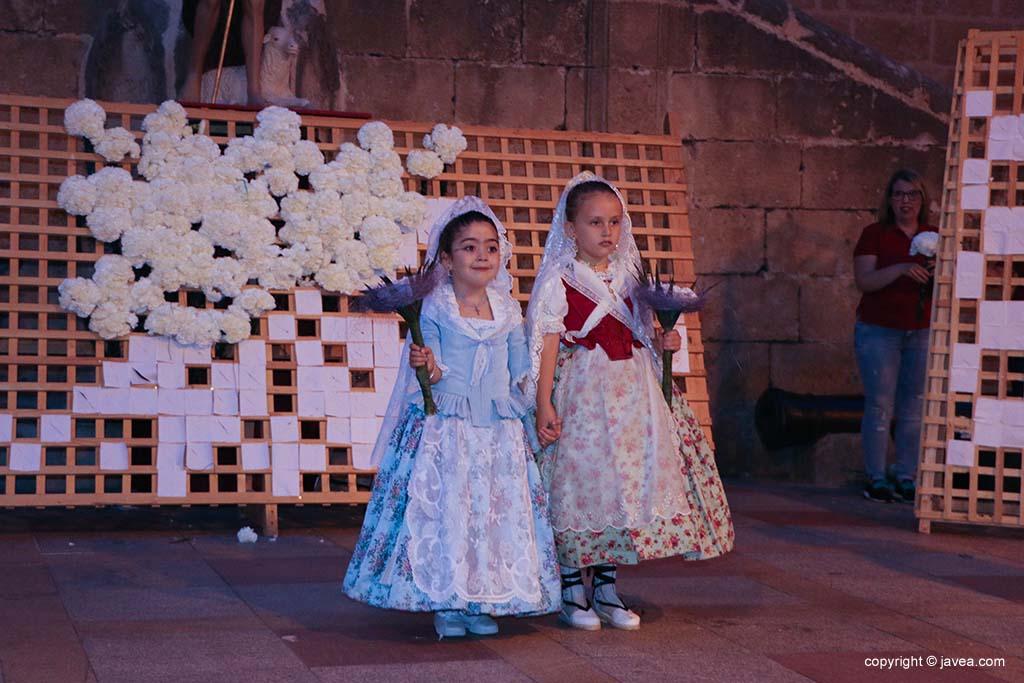 Ofrena de flors a Sant Joan-Fogueres 2019 (141)