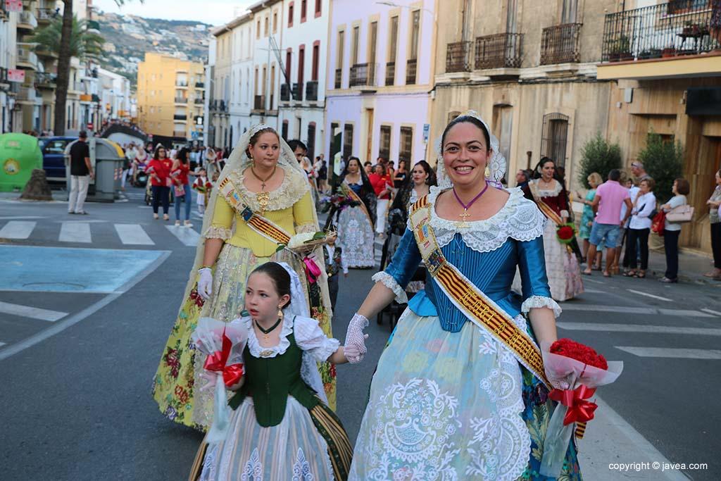 Ofrena de flors a Sant Joan-Fogueres 2019 (32)