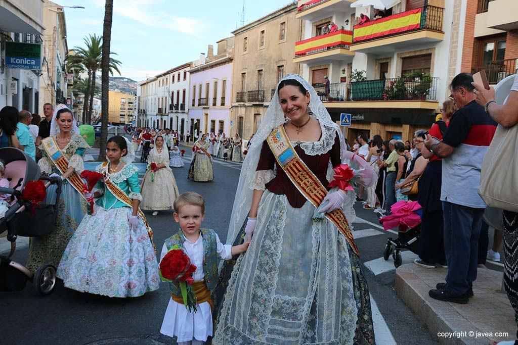 Ofrena de flors a Sant Joan-Fogueres 2019 (35)