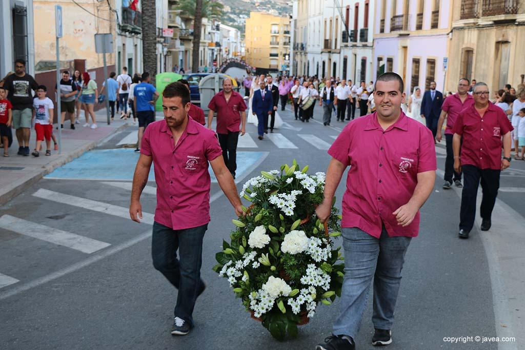 Ofrena de flors a Sant Joan-Fogueres 2019 (57)