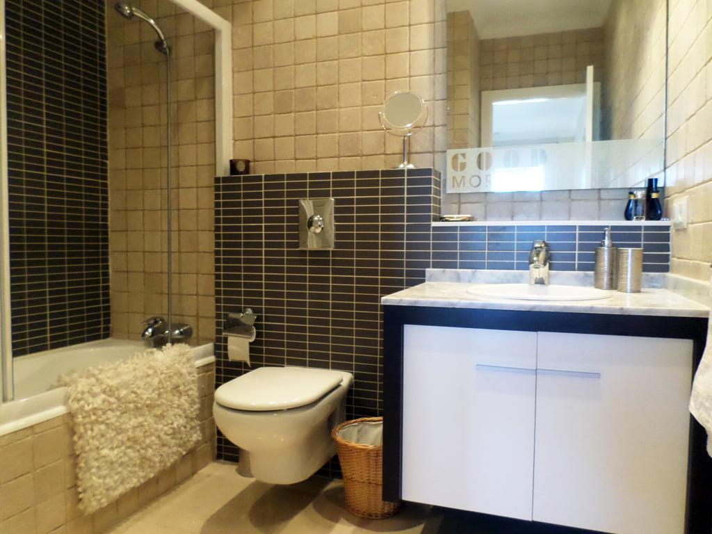 Baño en vivienda Promociones Denia