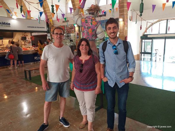 https://www.javea.com/wp-content/uploads/2019/07/los-concejales-visitan-el-mercat-590x443.jpg