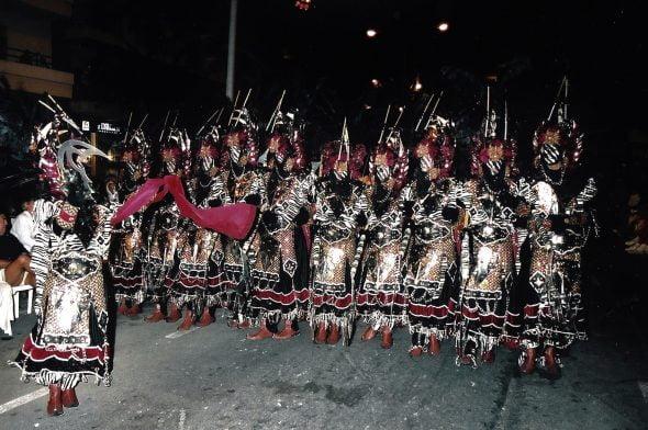 Imagen: Primera escuadra oficial en el primer desfile del año 2000