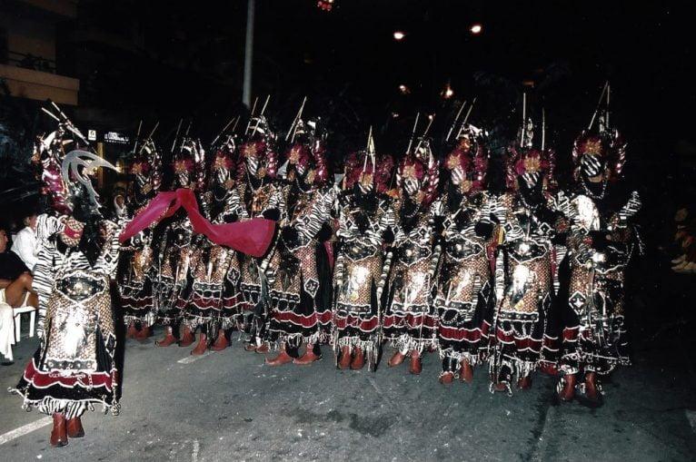 Primera escuadra oficial en el primer desfile del año 2000