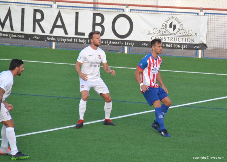 Álvaro marcat per un rival