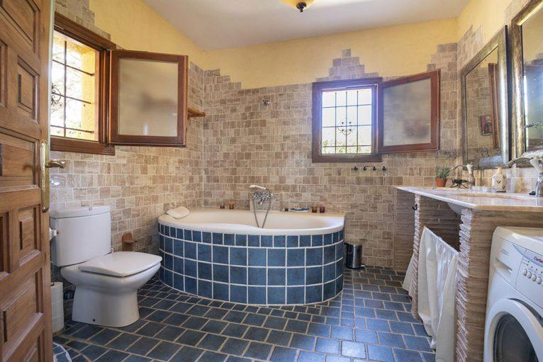 Baño completo en casa de vacaciones en Benitachell - Quality Rent a Villa