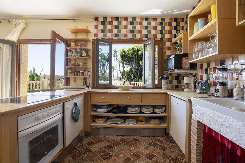 Cuina oberta totalment equipada a casa de vacances - Quality Rent a Vila