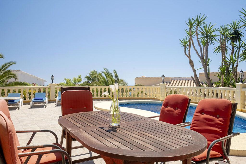 Menjador exterior a casa de vacances - Quality Rent a Vila