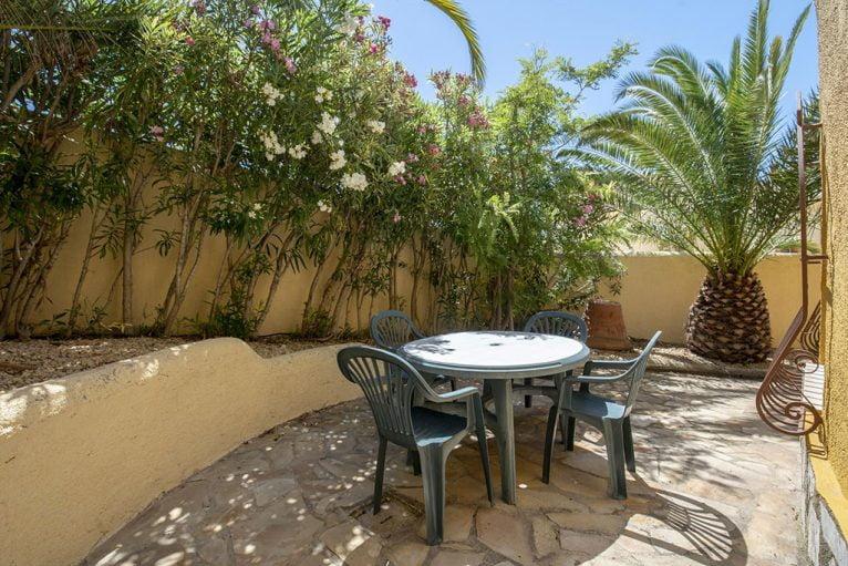 Terraza en casa de alquiler para seis personas en Benitachell - Quality Rent a Villa