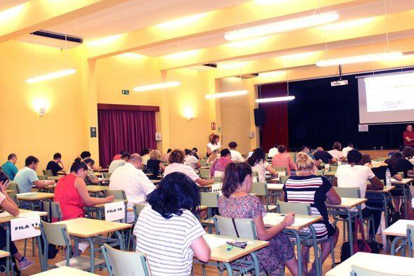 Imagem: Alunos durante um exame