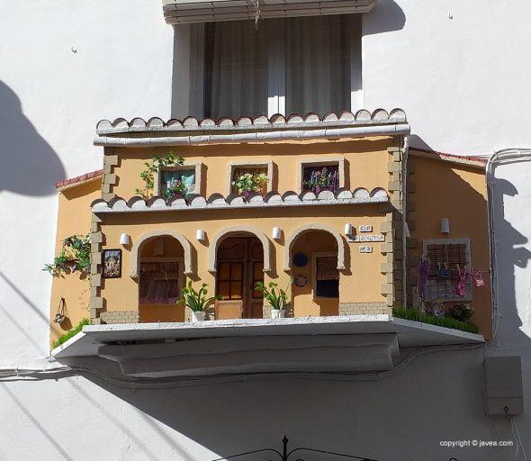 Imagen: Balcón engalanado en la Calle Churruca