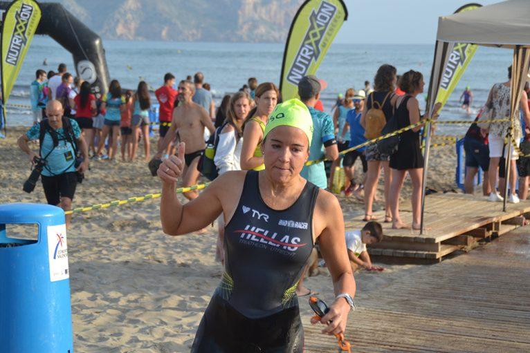Carolin Gaastra primera en salir del agua