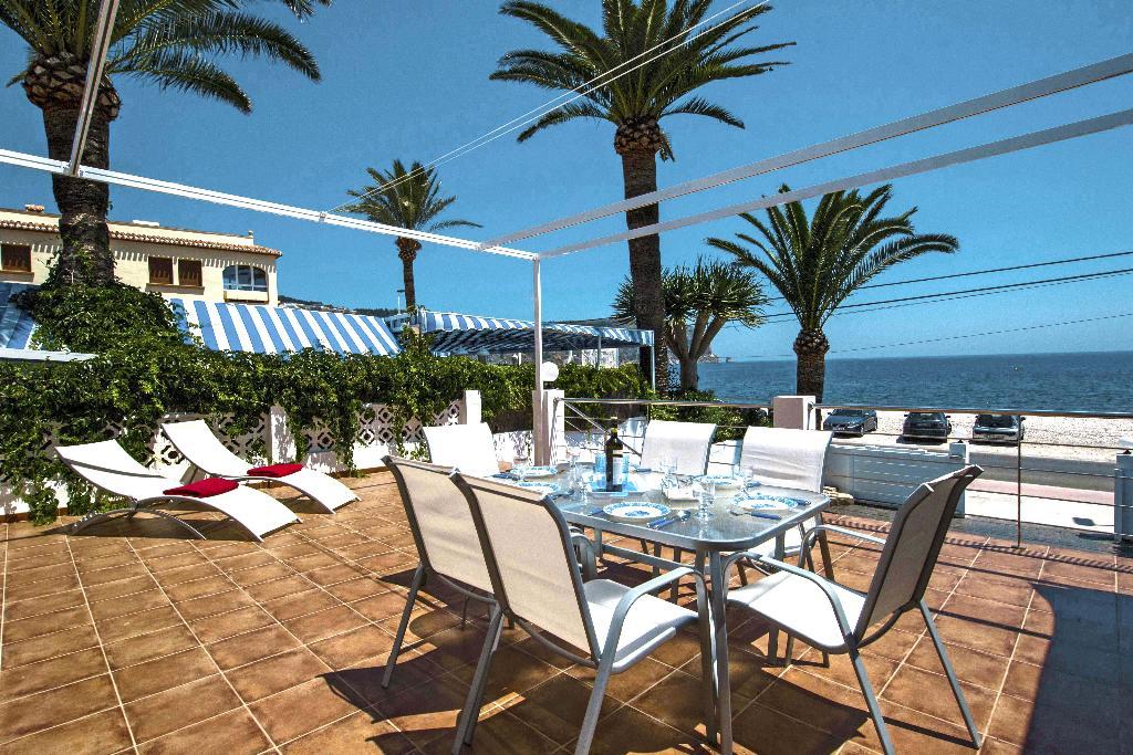 Menjador exterior a casa de lloguer de vacances a Xàbia - Quality Rent a Vila