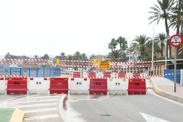 Image: Accès fermé au pont jusqu'à ce que les dégâts soient évalués