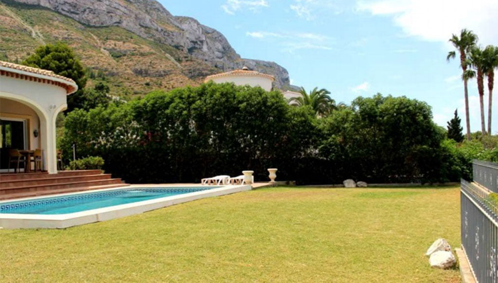 Xalet amb jardí en venda a Dénia - Stirling Ackroyd Spain