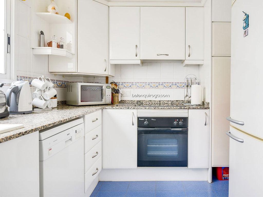 Cozinha independente de um apartamento à venda em Jávea - Inmobiliaria Belen Quiroga