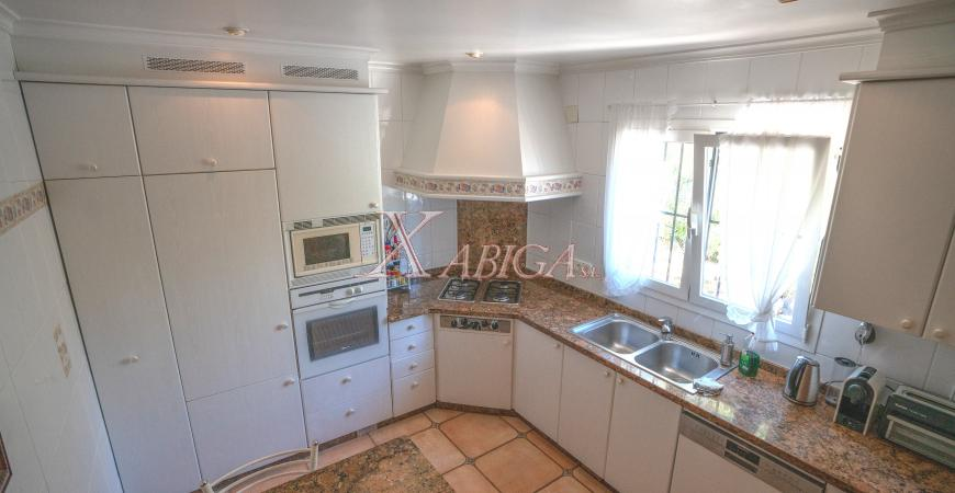 Kitchen in a villa for sale in Jávea - Xabiga Inmobiliaria