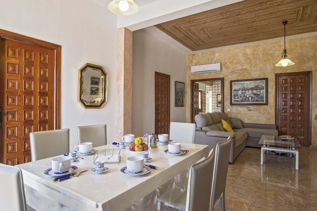 Menjador d'una casa de lloguer de vacances al Muntanyar I a Xàbia - Quality Rent a Vila
