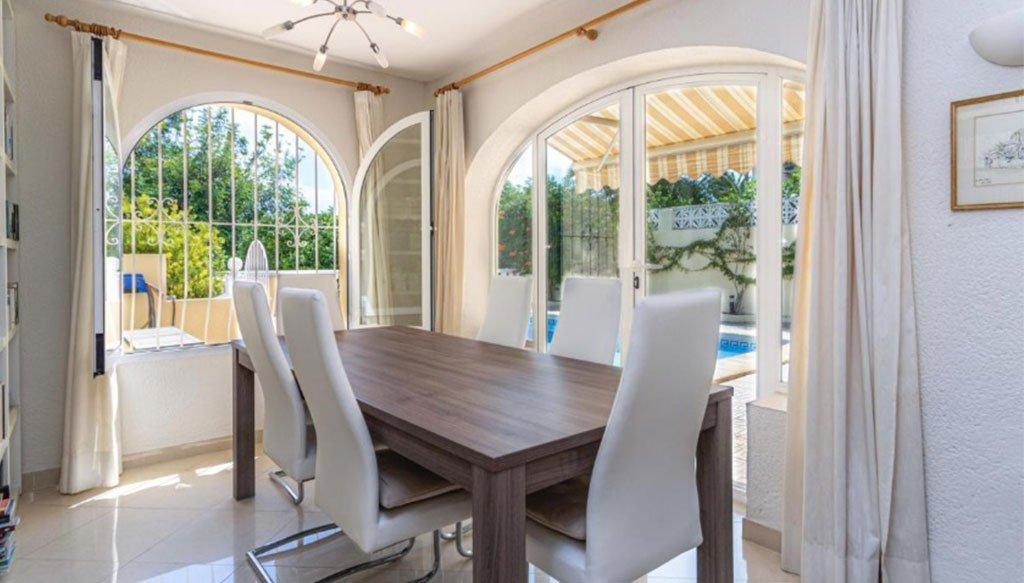 Salle à manger d'une villa à vendre à Jávea, avec terrasse - Vicens Ash Properties