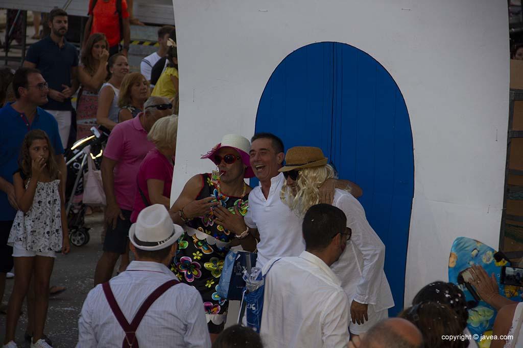 Desfilada de carrosses i penyes en les festes de Loreto de Xàbia