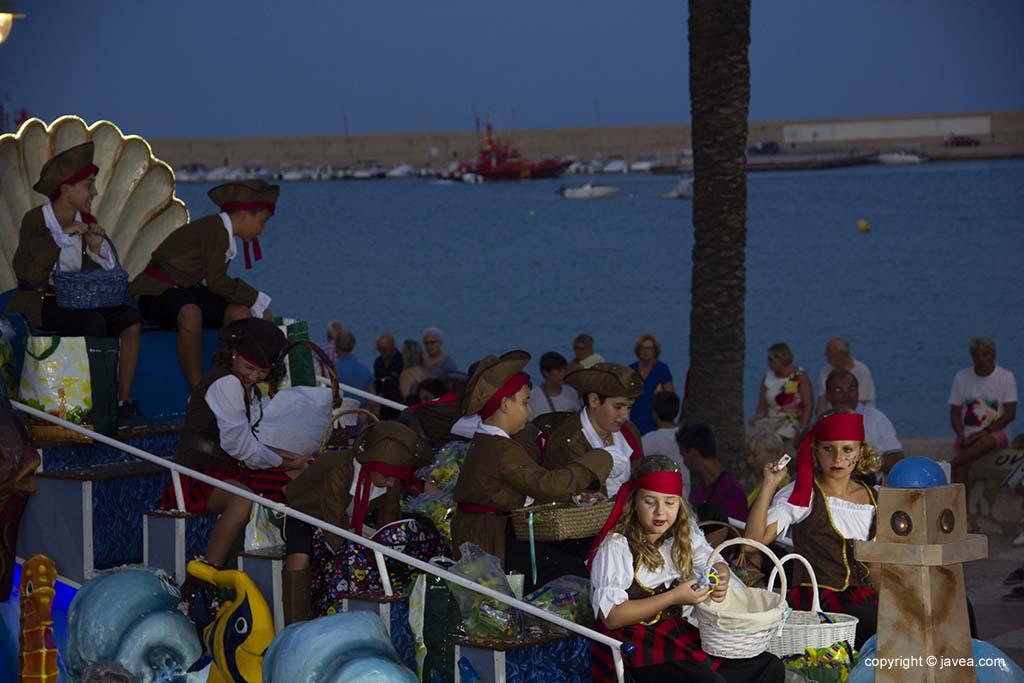Carrossa de nens i nenes de la desfilada de les festes de Loreto