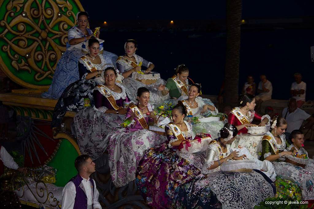 Cinquenes de les Fogueres de Sant Joan 2019 en la desfilada de carrosses de les Festes de Loreto