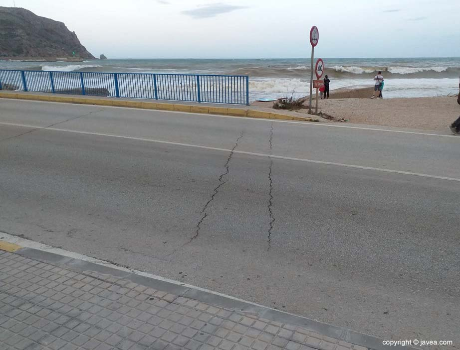 Two of the six cracks that have appeared on the Triana de Xàbia Bridge