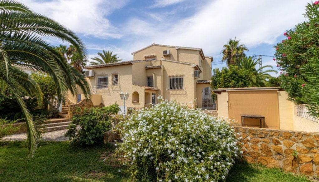 Façade d'une très grande villa à vendre à Jávea - Vicens Ash Properties