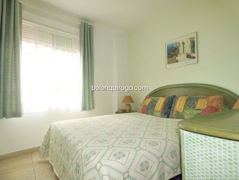Um dos três quartos de um apartamento à venda em Jávea - Inmobiliaria Belen Quiroga