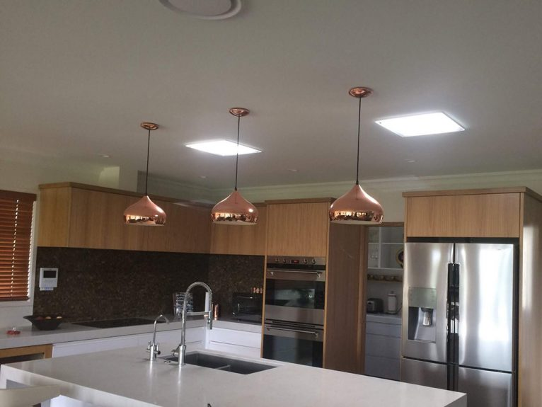 Instalación de lucernarios en una cocina doméstica - Solatube Levante