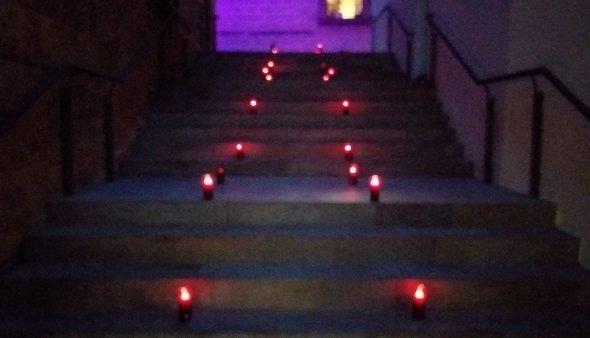 Imagen: Las luches violetas iluminan la noche de Xàbia